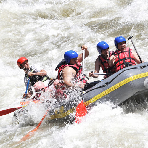 Uganda - White Water Rapids: Steer Through The River Nile